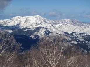 ゲレンデ正面の大日山