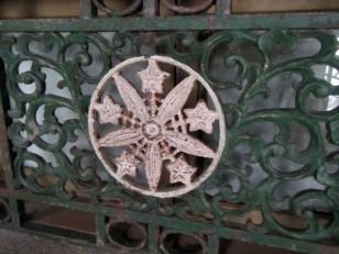 リンドウの五花五葉を車輪とした寺紋