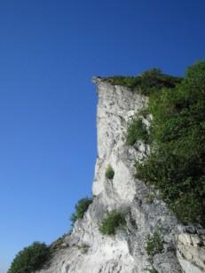 群青の空につき出る岩峰