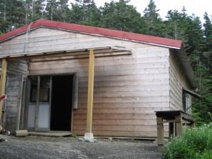 木造平屋の早川尾根小屋