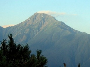 朝日を受ける北岳