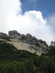 自然の岩がオブジェのよう