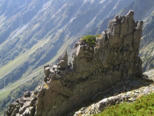 もろそうな岩積木