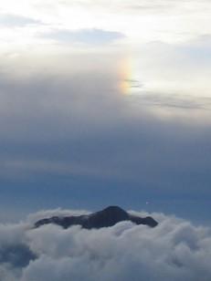 雲に浮かぶ笠