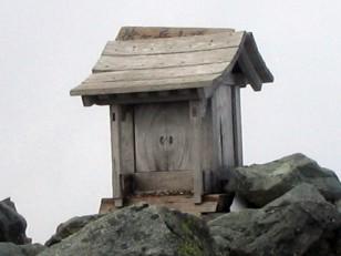 槍ヶ岳頂上の祠