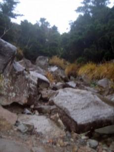 岩がごろごろ