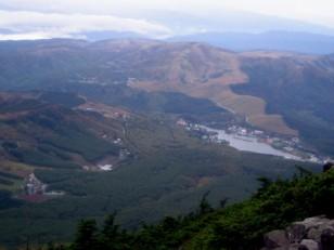 白樺湖や車山を見下ろす