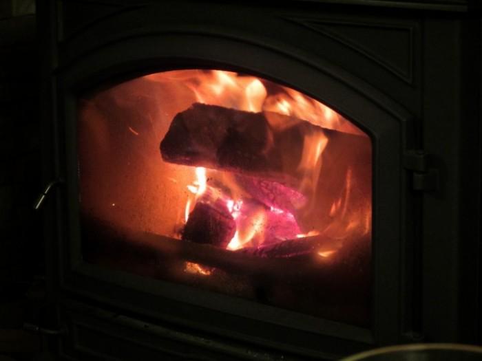 薪暖炉の火