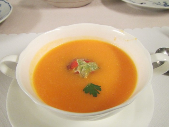 完熟トマトとカボチャのスープ