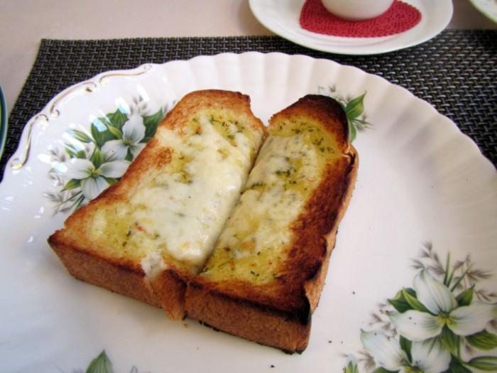 朝のチーズトースト