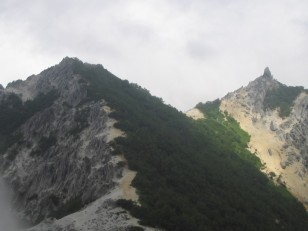砂礫の稜線道