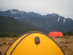 立山連峰を背景に