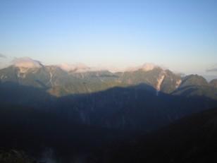 立山連峰に鹿島槍の影が映る