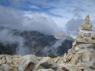 後方は白馬岳(2932m)