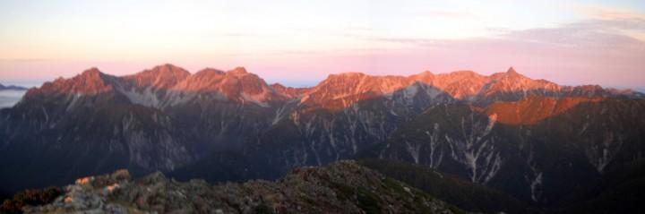 ピンク色の山脈