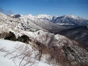 焼山(2,400m)、火打(2,462m)、妙高山(2,454m)