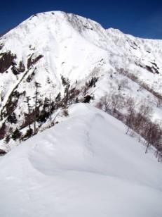 高妻山への雪稜線