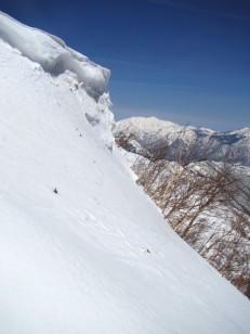 雪庇のある頂上