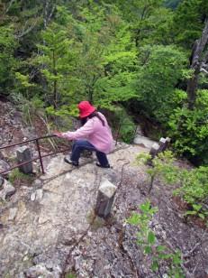 クサリがかかる急階段