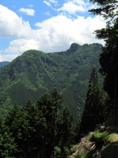 遥拝殿からの妙法ヶ岳