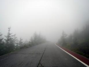 舗装された幅広い道