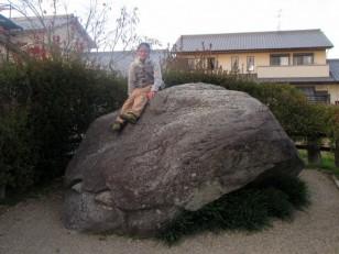 亀石が西に向くと、奈良盆地は一円泥の海と化す、と伝わる