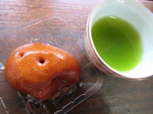 新茶とひょうの実(和菓子)