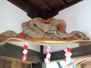 蛙股の彫り物