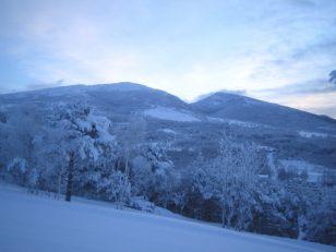 冬の根子岳と四阿山