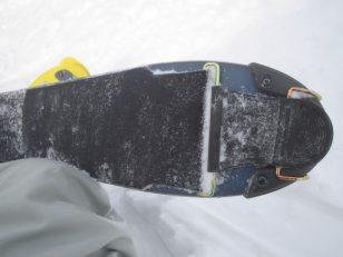 スキーの裏面に貼り付ける