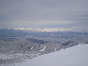 雪の北アルプスを望む